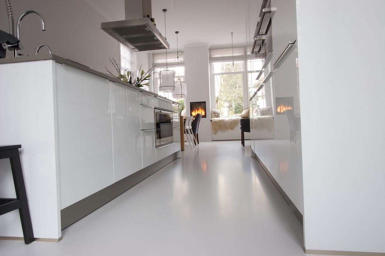 Betonnen Vloer Woonkamer : Betonvloer keuken licht grijs u betonegaline